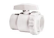 Les robinets à bille Hayward sont conçus pour offrir une efficacité de débit et des pressions nominales maximales allant jusqu'à 50psi. Ils sont dotés d'une poignée manuelle facilitant la régulation du débit et qui fournit une indication visuelle du réglage du robinet. Les bases en téflon et les raccords-union d'extrémité assurent un alignement précis de la bille.